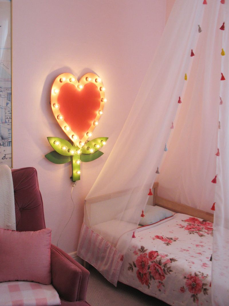 Lightupheartella'sroom2